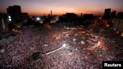 Тахрир алаңындағы Мурсидің қарсыластары өткізген жиынға ондаған мың адам жиналды. Каир, 26 шілде 2013 жыл.