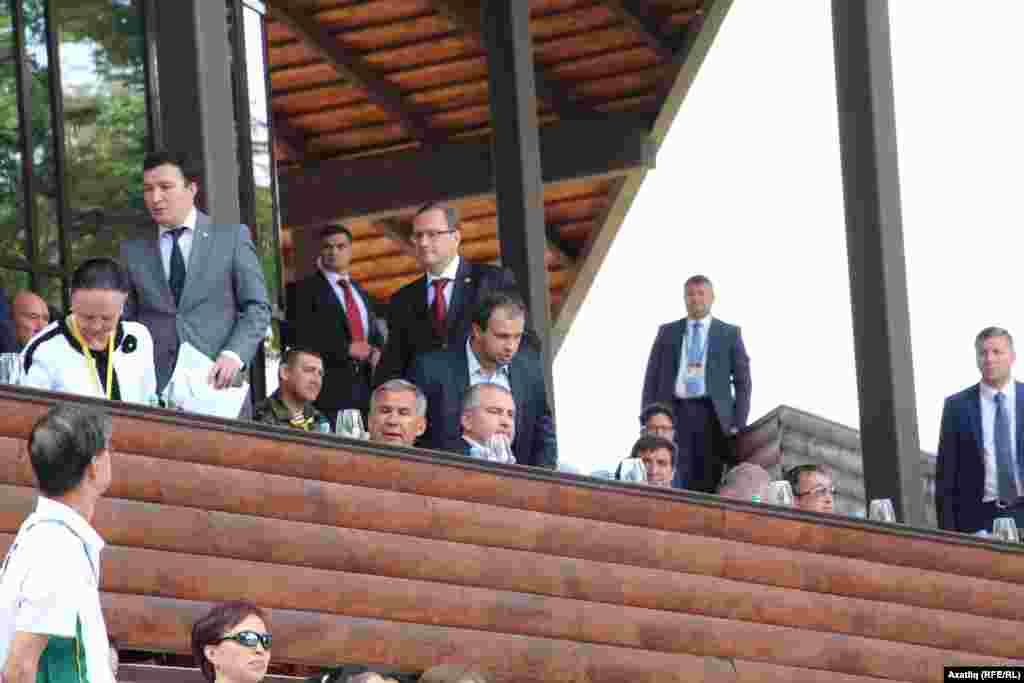 Татарстан президенты вазифаларын башкаручы Рөстәм Миңнеханов һәм Сабантуй кунаклары