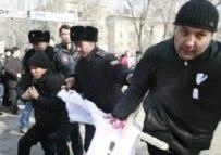 Police arrest an opposition demonstrator, 26 February (RFE/RL)