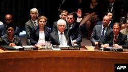 Представник Росії в ООН Віталій Чуркін голосує проти резолюції про створення трибуналу на засіданні Ради безпеки ООН, 29 липня 2015 року
