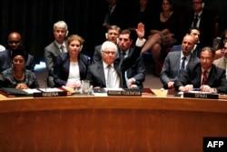 Виталий Чуркин, представитель России при ООН, ветирует проект резолюции о создании трибунала по крушению рейса MH17 на Донбассе на заседании Совета боезпасности. США, 29 июля 2015 года