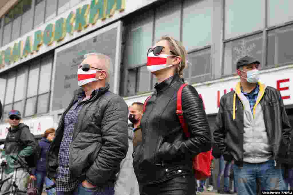 "Many of those who turned up near the market in Minsk on May 24 wore masks and practiced physical distancing. Lukashenka has called the COVID-19 pandemic a ""psychosis,"" despite the climbing number of cases and deaths in Belarus."