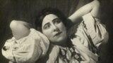 Артистка самарского театра П.Д.Агеева. в роли Аксиньи в опере «Тихий Дон» Фото Эрлихман, 1938.