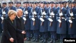 Almaniya kansleri Angela Merkel və Əfqanıstan prezidenti Ashraf Ghani