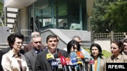 The opposition makes its statement in front of the Defense Ministry.