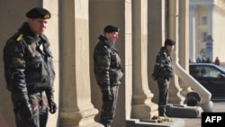 """Станция метро """"Октябрьская"""" в Минске под усиленной охраной"""