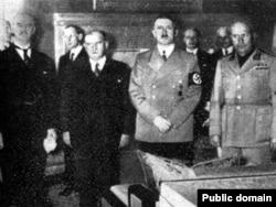 Мюнхенское соглашение: Чемберлен, Даладье, Гитлер, Муссолини. 29.09.1938
