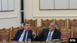 Лидерите на ВМРО и ГЕРБ Красимир Каракачанов и Бойко Борисов през ноември 2019 г., когато бяха част от управляващата коалиция