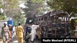 Автобус, який віз студенток, після вибуху, Кветта, 15 червня 2013 року