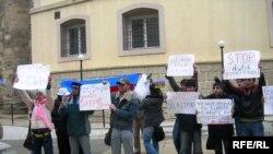 «Dalğa» Gənclər Hərəkatı fəallarının Avropa Evi qarşısında piketi, 6 mart 2007