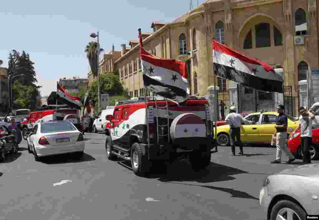 Сторонники президента Асада на улицах Дамаска