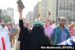 Morsinin tərəfdarları etiraz aksiyasında, avqust 2013