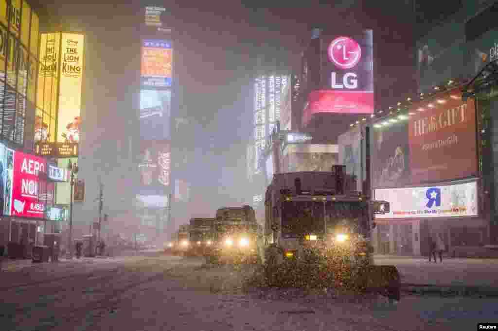 Снегоуборочные машины на Таймс Сквер