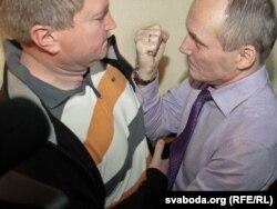 Былыя кандыдаты на прэзыдэнта Дзьмітры Вус і Уладзімер Някляеў, суд, Менск, 2011