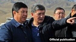 Мурдагы премьер-министр Темир Сариев жана транспорт министри Аргынбек Малабаев