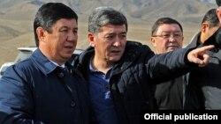 Аргынбек Малабаев менен Темир Сариев Баткенде.