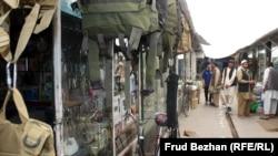 """Торговые ряды на """"базаре Обамы"""" в Кабуле."""