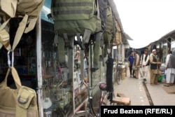 Кабулдың «Обама базарындағы» сауда қатарлары.