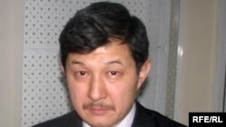 Табылды Акеров, саясий серепчи.