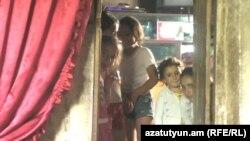 Քաղցրաշենցի Աբրահամյանների ընտանիքում հազիվ են հոգում հինգ անչափահաս երեխաներին կարիքները