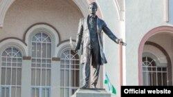 Памятник татарскому поэту Габдулле Тукаю в Уфе