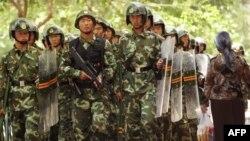 Үрімжідегі қақтығыс кезінде қалада жүрген қытай полицейлері. Қытай, 11 шілде 2009 жыл. (Көрнекі сурет)