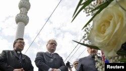 Ivo Josipović sa kardinalom Vinkom Puljićem i reisu-l-ulemom Mustafom ef. Cerićem u Ahmićima