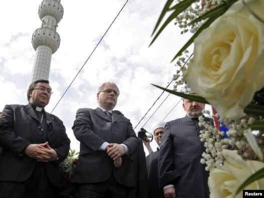 Hrvatski predsjednik Ivo Josipović i kardinal Vinko Puljić u Ahmićima