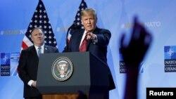 Доналд Трамп и Мајк Помпео