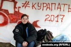 Один из участников акции протеста против строительства в Куропатах