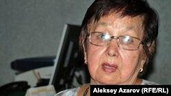 Внучатая племянница Ахмета Байтурсынова Меруерт Тыныбекова. Алматы, 3 сентября 2012 года.