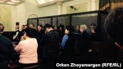 На оглашении приговора предпринимателю Тохтару Тулешову и другим фигурантам так называемого «дела Тулешова». Астана, 7 ноября 2016 года.