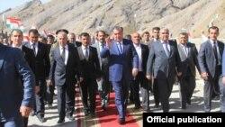 Правительственная делегация во главе с президентом Рахмоном посетила Шугнов. Фото из официального сайта президента Таджикистана