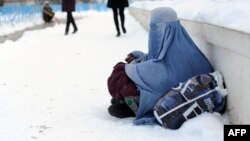 Афганка в бурке, Мазари-Шариф, февраль 2014 года. Иллюстративное фото.