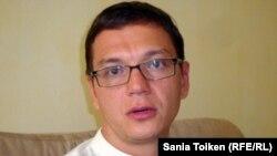 Ресейлік құқық қорғаушы Павел Чиков. Астана, 26 тамыз 2012 жыл.