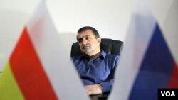 Какое бы решение не принял лидер «Единой Осетии» Анатолий Бибилов, ему вряд ли стоит опасаться серьезного сопротивления со стороны представителей других партий. Одни готовы действовать незамедлительно, другие призывают дождаться подходящего момента