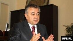 Омурбек Тикебаев, сиёсатмадори қирғиз