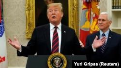 Predsjednik Sjedinjenih Država Donald Tramp i potpredsjednik Majk Pens.