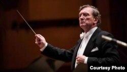 Урош Лајовиц, диригент.