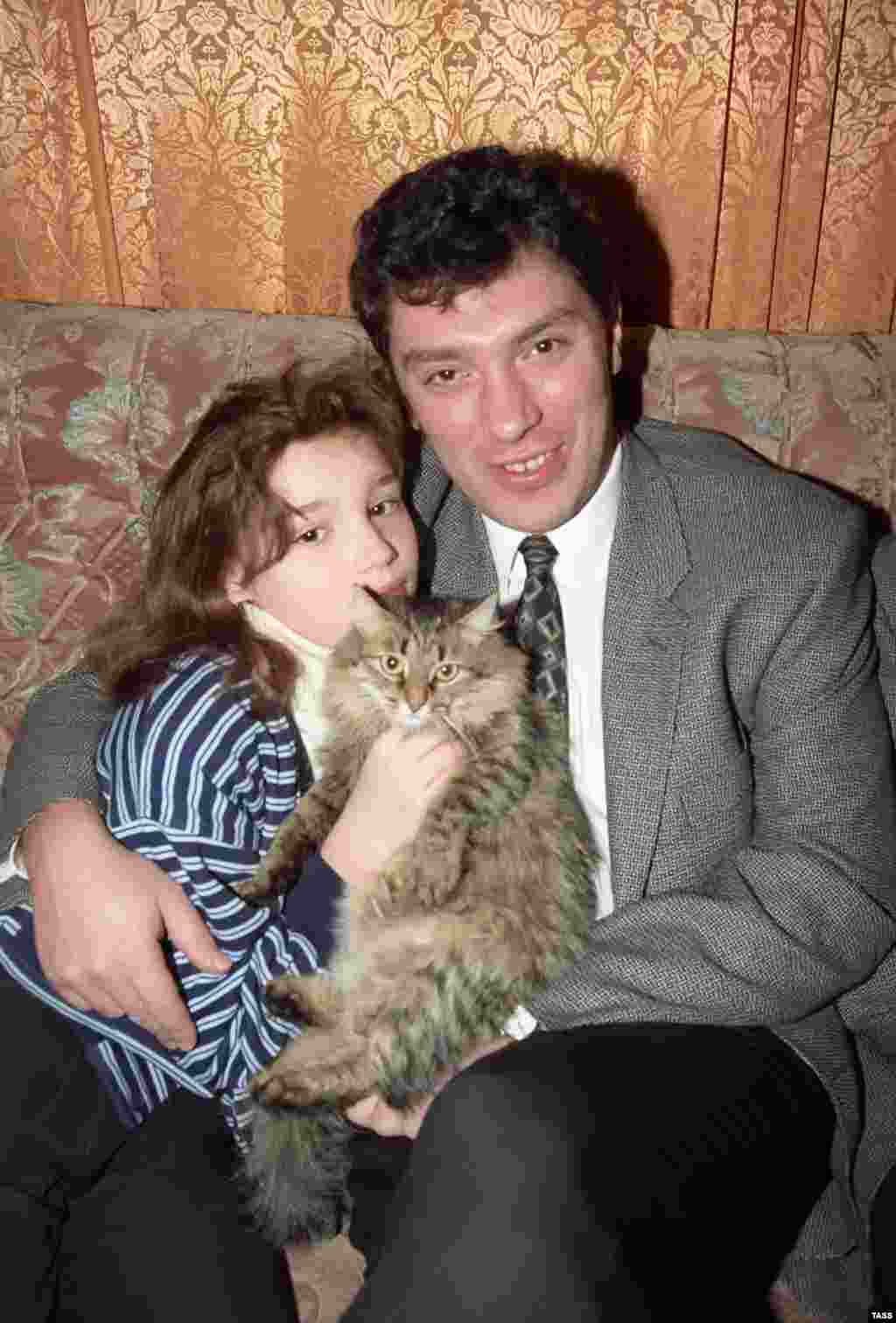 Nemtsov with his daughter Zhanna in 1996.