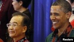 Вэнь Цзябао и Барак Обама перед торжественным обедом на саммите Ассоциации государств Юго-Восточной Азии (АСЕАН)