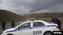 Traffic police stop cars on Gyumri - Yerevan road. 01May2009