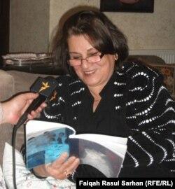 الشاعرة مي شبر