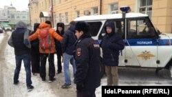 26 ноября в столице Татарстана полиция задержала семь активистов, трое из которых собирались выйти в одиночные пикеты во время жеребьевки Кубка конфедераций, на которую приехал президент FIFA