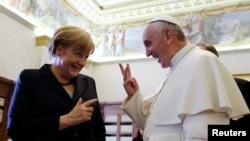 Merkel je rekla da je s papom razgovarala i o imigraciji