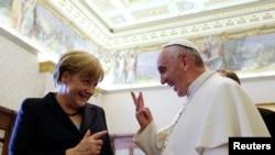 Dy kandidatët për Çmimin Nobel për Paqe, Angela Merkel dhe Papa Françesk