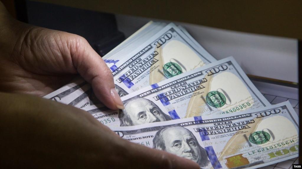 Следком предъявил сотруднику Крымской таможни обвинение вполучении взятки