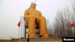 Статуя Мао Цзэдуна (КНР, провинция Хэнань, 4 января 2016 года)