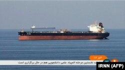 Omanyň aýlagynda hüjüm edilendigi aýdylan tanker. 13-nji iýun, 2019 ý