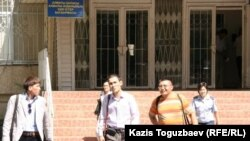 Kazakhstan - Detained journalists leave the Almaly region police station. Almaty, 26Aug2010.